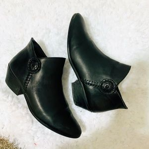 {JACK ROGERS} Black Ankle Booties